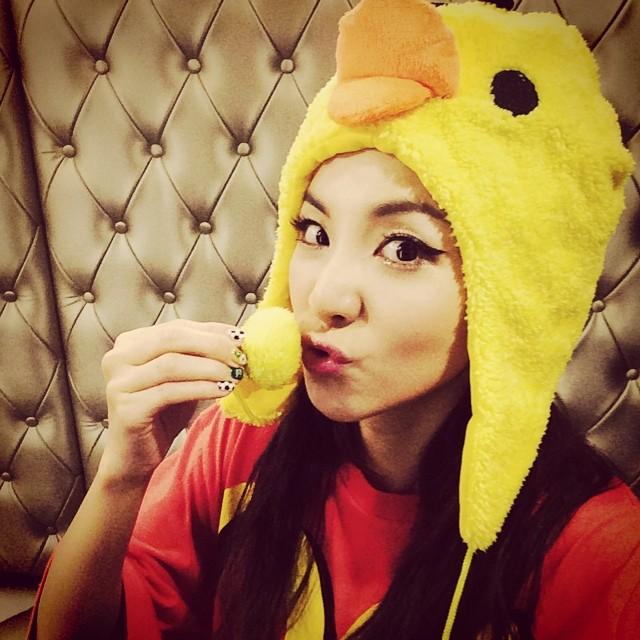 Dara : Merci beaucoooooup les Blackjacks de Singapour !!! J'aime Singapour et j'aimerai toujours Singapour !!! 😘 Et maintenant~ je vais aller manger du chili de crabe... Héhé !!! #AON #Singapour