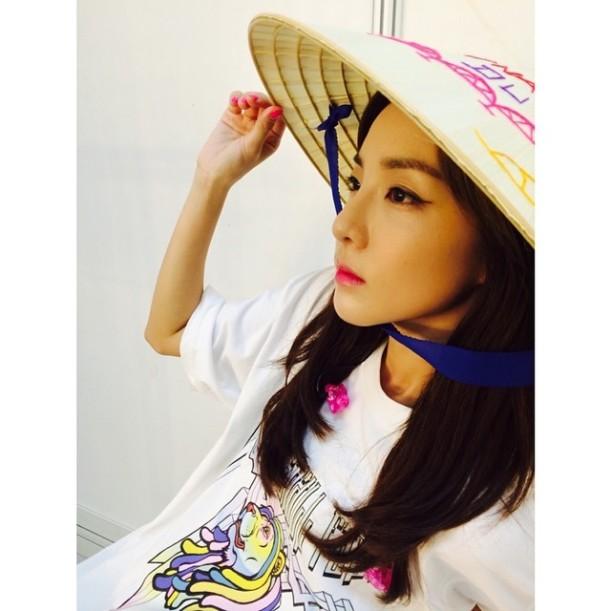 Dara : En train d'attendre les Blackjacks du Vietnam... À ce soir !!! #2NE1GalaxyStage2014