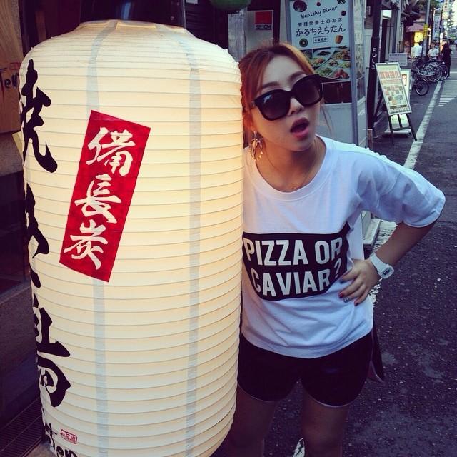 Minzy : Pizza ou caviar ?...ou yakitori ? Votre choix ? Mais si vous mangez les trois, @hwangssabu vous donnera un carton jaune haha.