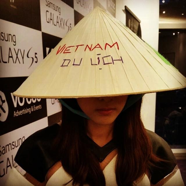 Dara : Xin chao Vietnam~!!! :)