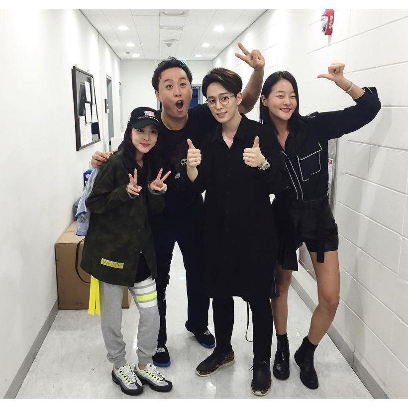 Je suis quelqu'un qui apprécie la vie culturelle~ ✌️Je suis partie voir une comédie musicale avec Seunghyun !!! Jung Junha-nim que je n'avais vu qu'à la télé jusque-là est très bon en vrai !!! Kyaah~ >.< Et ravie d'avoir pu rencontrer Donghyun-gun, le hoobae (cadet) de Seunghyun~!!! La pièce était super et ! vous serez surpris jusqu'à la fin~ Ah.. Je vais pas pouvoir le supporter !!! 😆 #BrotherWereBrave