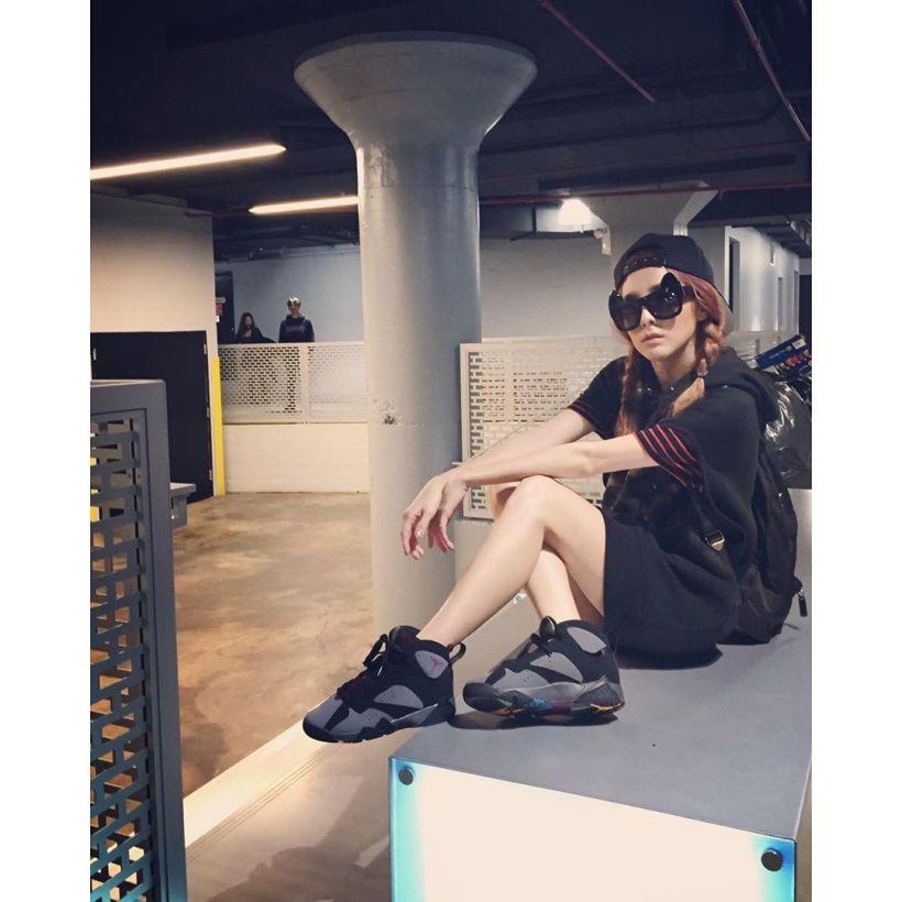 Dara : À cause de la fatigue et de la faim, j'ai oublié de porter un pantalon 👖❌ Omg!!! J'ai oublié de porter un pantalon..!!! Bonne nuit 😴💤
