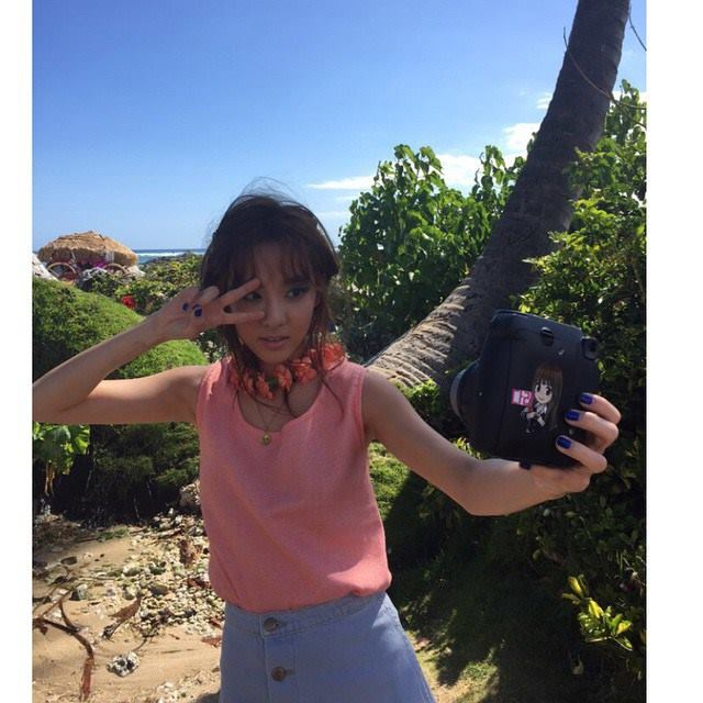 krung selfie-ing in hawaii 👍 #latepost #bts #vogueshoot @daraxxi @excusez.moi