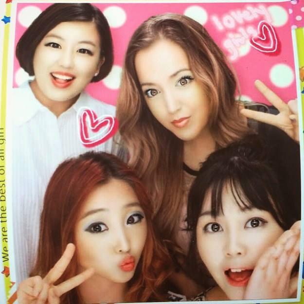 Kloë Shinn: 👀👀👀👀 #photobooth Commentaire de Minzy : C'est très drôle!!!!!!!Lol