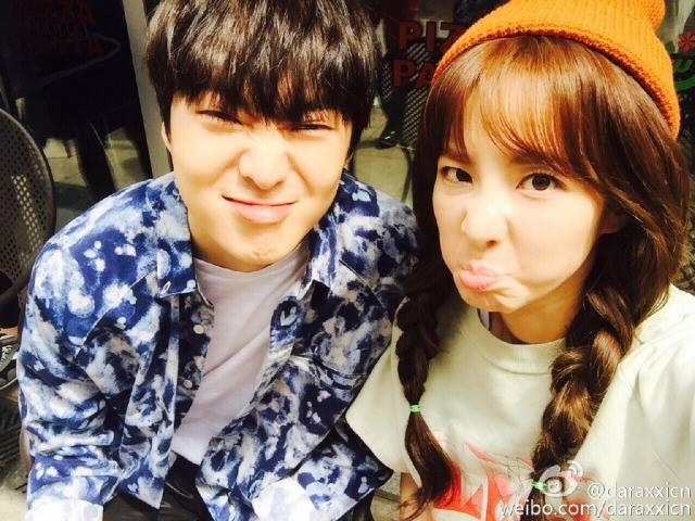 Bonjour à tous!Nous sommes Dara & Seungyoon! Comment allez vous? Il pleut aujourd'hui en Corée du sud,nous avons commencé à apprendre le chinois ces jours-ci,et parfois nous parlons en chinois。J'espère que tout le monde passera une merveilleuse journée!Bye!:)