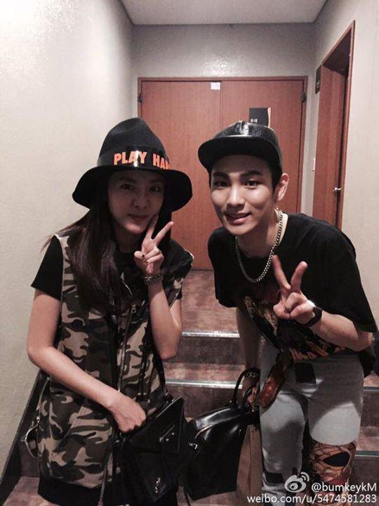 Key Weibo:  La preuve photo pour Chess, merci d'être venue Dara.