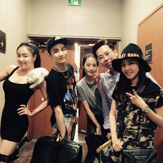 Lee Hyosup: Même sans faire de régime, ils ont toujours la plus belle apparence tandis que je suis le seul gros ㅜㅜ ㅋㅋ Nos dongsaengs #NancyLang #SoJin #Dara
