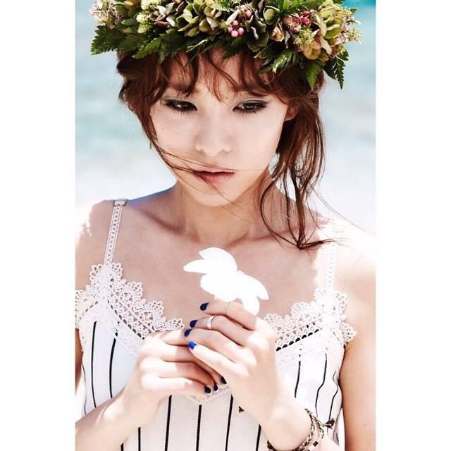 Dara: Bonjour ^.^ (en coréen) Bonjour!!! (en anglais)