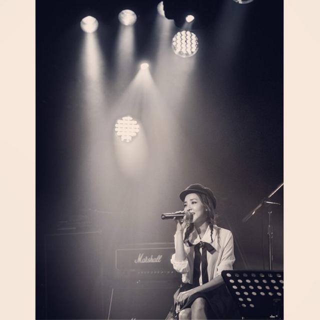 """Dara: La version acoustique de """"Today"""" a été arrangé par Sungwoo Jungah ~ Ainsi la partie à la guitare est parfaitement ressortie!!! Merci beaucoup ~ ^.^👍"""