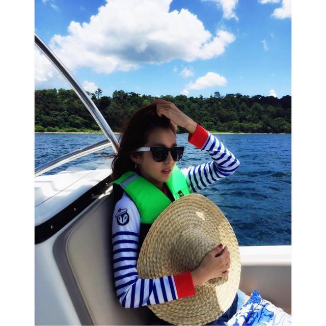Dara: En train de se souvenir de l'océan frais alors qu'il y a de nouveau une vague de chaleur 🌴🏊 Chaud!!! 🔥 Trop chaud!!!